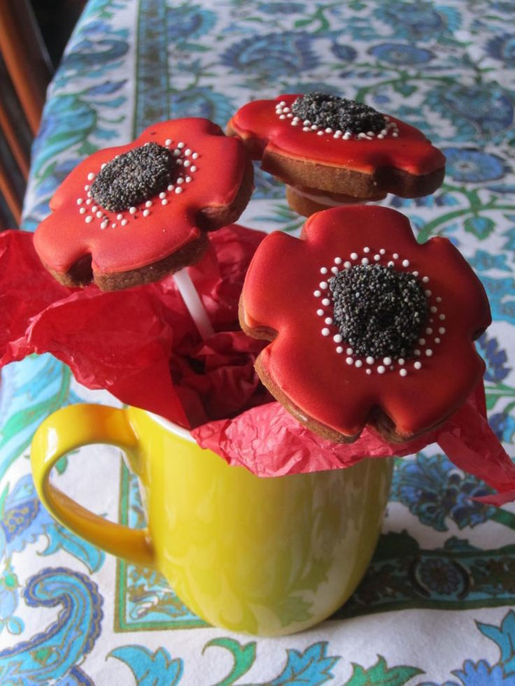 ....lest we forget. Poppy bouquet for Anzac remeberance day in Australia | Cookie Connection