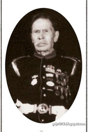 José Angel Marinzulich Zacevic  Nació en 1856 en Mali Losinj. A los 16 años desembarcó en Valparaíso y luego se trasladó a Iquique. Se dedicó a las actividades marítimas en Chanavayita  y  Huanillos. Al estallar la Guerra del Pacífico, se incorporó al Ejército chileno, enrolándose en el Regimiento Cívico Antofagasta. Participó en la Toma de Pisagua y en la Ocupación de Tacna. Tomado del blog de Jonatan Saona http://gdp1879.blogspot.com/search/label/biograf%C3%ADa#ixzz4k68EBT2D