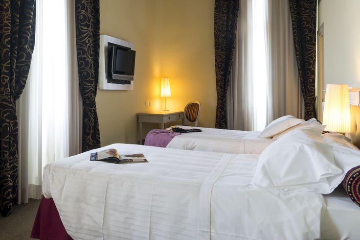 Forget the typical twin room where you have to squeeze for some space! The twin rooms at Hotel Certaldo, in Tuscany, are spacious enough for your complete relax, all in great style! #certaldo #hotel #hotelcertaldo #tuscany #style #comfort www.hotelcertaldo.it