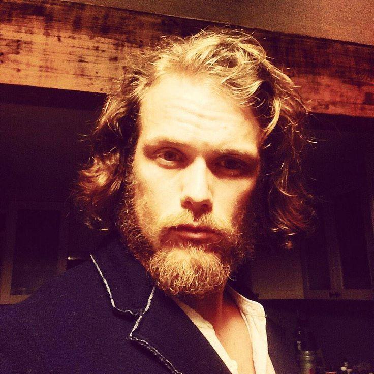 che Sam voglia fare concorrenza ai capelli ribelli di Claire?