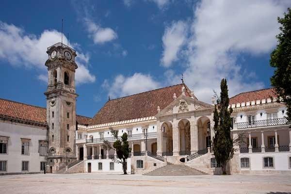Foto: Plaza de la Universidad de Coimbra, Michele Falzone / Corbis - via Revista Viajar #Portugal