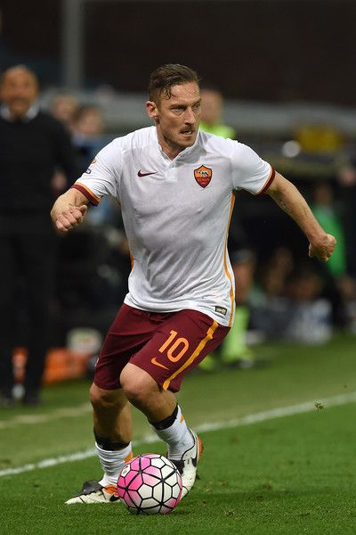 Francesco Totti Photos - Francesco Totti of AS Roma in action during the Serie A match between Genoa CFC and AS Roma at Stadio Luigi Ferraris on May 2, 2016 in Genoa, Italy. - Genoa CFC v AS Roma - Serie A
