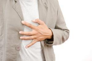 Il dolore toracico è uno dei possibili sintomi della miocardite