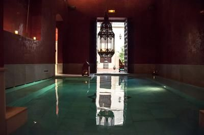 In between sightseeing in the beautiful city of Sevilla why not re-energize at Aire de Sevilla Baños Árabes and hammam spa
