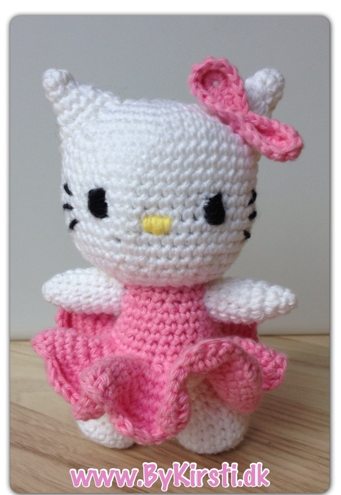 Mini Hello Kitty Amigurumi : Hello kitty amigurumi, 13cm 12usd plus shipping, it can be ...
