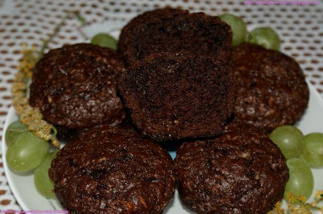 Mama i Pomocnicy: Muffinki z bananami, kakao i białą czekoladą