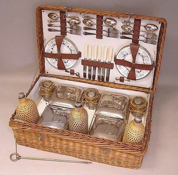 Victorian Picnic Basket with china plates | from vignette design