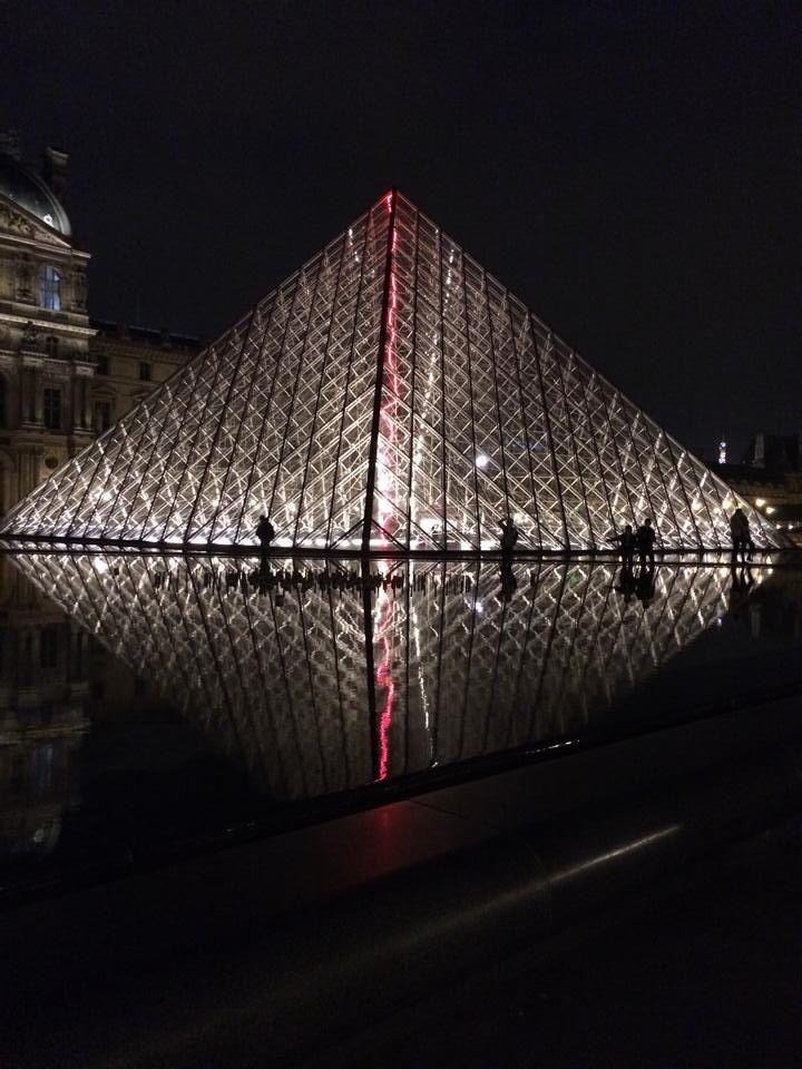 Louvre at night.  By: Carolina Serrano