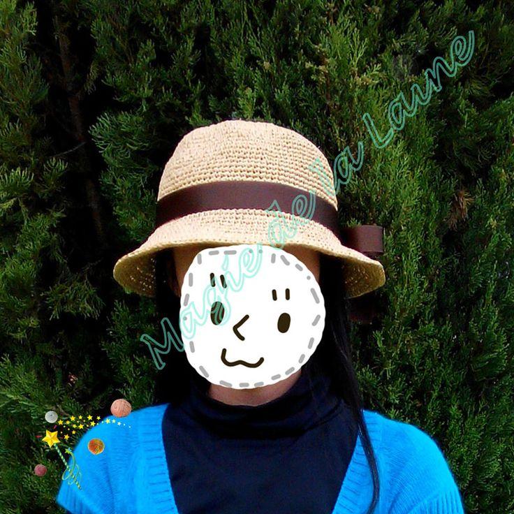 Chapeau raphia au ruban satin, rafraîchissant et élégant. Différente façon de mettre la bordure. Kit à crocheter ici http://www.magiedelalaine.com/kits-tricot-bonnet/232-kit-a-crocheter-chapeau-raphia-ruban.html