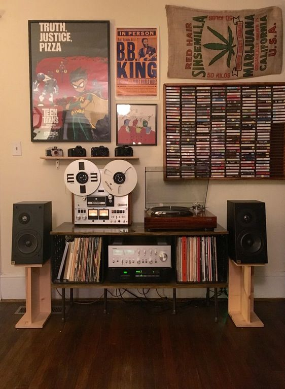 My college setup! Fell in love with vintage audio last year and have been slowly building and evolving my system. So happy with where it's ended up! Components are: Yamaha CA-810 Integrated Amplifier Denon DP-60L Turntable Nakamichi CR-3A Cassette Deck Pioneer RT-1020L Reel to Reel JBL L1 Speakers