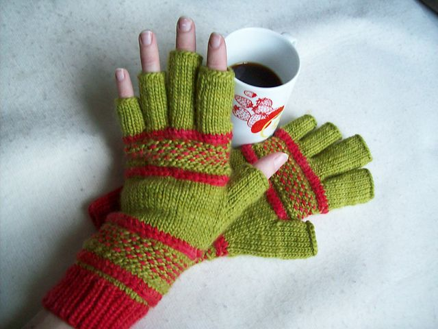 Free Knitting Patterns Tipless Gloves : Treads, a tipless gloves pattern by Victoria Anne Baker Free Knitting Patte...
