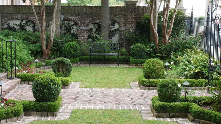 Front yard tanager front yard pinterest gardens for Front yard courtyard design