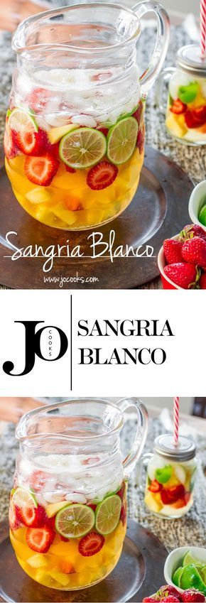 The quintessential summer cocktail: Sangria! This Sangria Blanco is a refreshing cocktail perfect for a hot summer day to be enjoyed with friends and family!