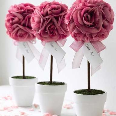 WOW Guests with Topiaries - Flower Topiary - mazelmoments.com