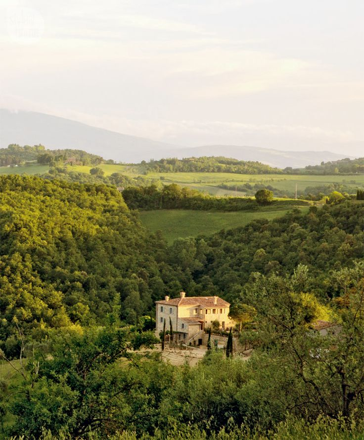 Under the Tuscan sun - Decorating guru Debbie Travis transforms a 100-acre Italian property into the perfect vacation home