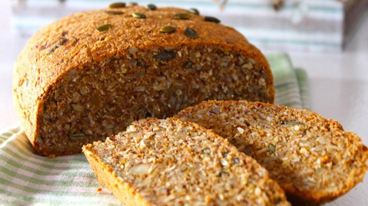 Denne deilige glutenfrie brødoppskriften er det matblogger Elin Larsen som står bak. Brødet er mega-sunt ifølge Larsen selv, og passer perfekt til både frokost, matpakken - eller rett og slett servert som tilbehør til en deilig suppe.  Brødet inneholder i tillegg verken sukker eller gjær.   Foto: Elin Larsen