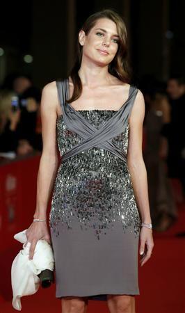 イタリア・ローマ映画祭の会場に到着した、モナコのグレース王妃の孫娘でキャロライン王女の長女であるシャルロット・カシラギ。女優顔負けの美貌で、レッドカーペットでもカメラのフラッシュを独占した=2010年10月30日(ロイター=共同) ▼11Mar2011共同通信|eleganceシャルロット嬢 http://www.47news.jp/CN/201103/CN2011030301000834.html #Charlotte #Casiraghi #CharlotteCasiraghi