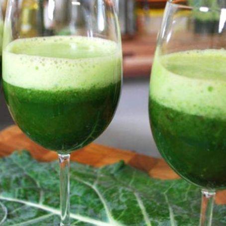 Suco verde com aipo desintoxicante