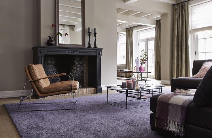 Het modern, klassieke #interieur krijgt een warme uitstraling met dit paarse #kleed op maat van #Parade