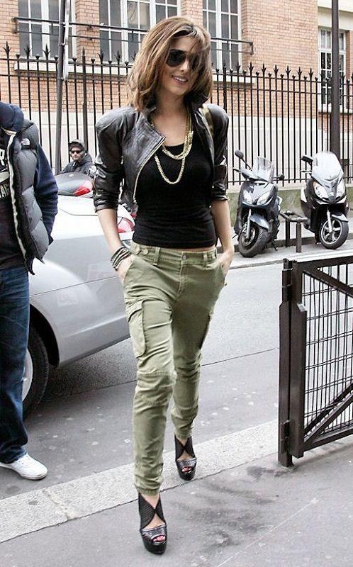 Шерил Коул в штанах в стиле милитари и кожаной куртке