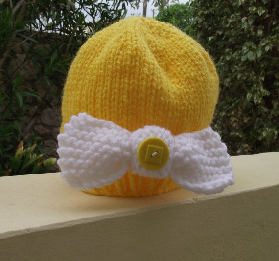 Novelty Baby Beanie Hat   Lemon Bow Peep by Quintessentialcraftz, €12.00