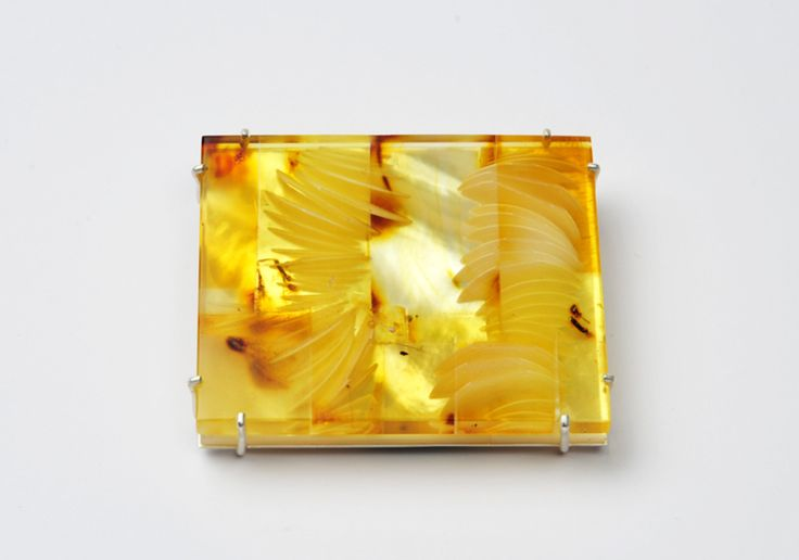 Christiane Förster Brooch: Untitled, 2015 Amber, mother-of-pearl, silver 5.7 x 5 x 0.7 cm Photo by: Christiane Förster