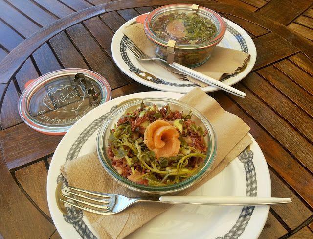 Insalata di riso rosso con salmone, talli di cappero e cetrioli alla senape ~ Sale e Pepe quanto basta