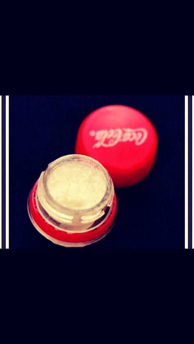 DIY Lip Balm In A Bottle Cap #Beauty #Trusper #Tip
