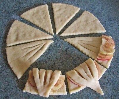 Конвертики с яблоками из творожного теста. Ингредиенты: Для теста: • Творог 150 грамм • Сахар 75 ...