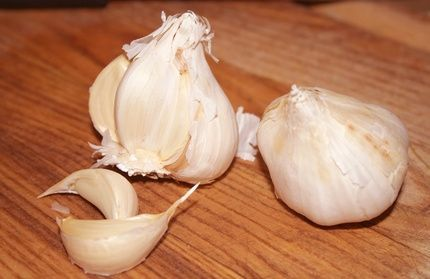 How to Plant Garlic in Pots thumbnail