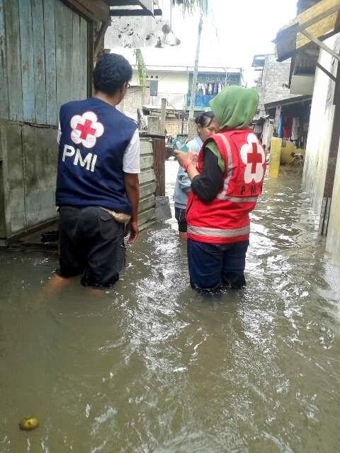 @PMI_JakSel menurunkan team assesment di 4 titik banjir wilayah jak sel @PMI_DKI_Jakarta  @palangmerah  @Federation