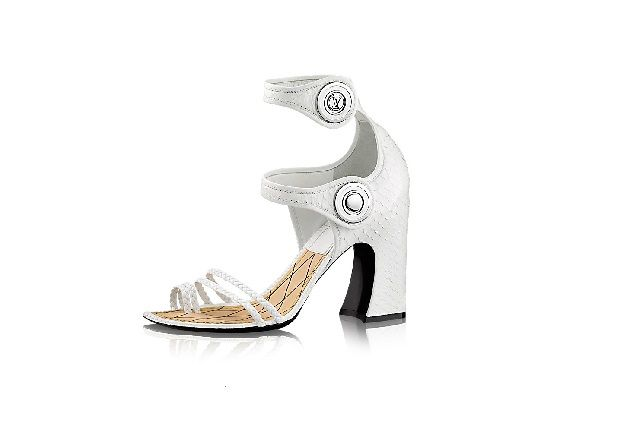Louis Vuitton gece ayakkabısı modelleri ve Louis Vuitton gece ayakkabıları 2015 koleksiyonlarında yer alan Luis Vuitton abiye ayakkabı sitesi; abiyeayakkabici.com bünyesindeki sayfalarımızdan beğeninize sunulmaktadır.