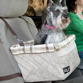 Give your pooch a boost in the car and let them (safely) look out the window! #Solutions #Pets: Pet Booster, Booster Seats, Friends, Oti Pet, Pets, Dogs Cars Seats, Safety Leash, Products, Storage Pockets