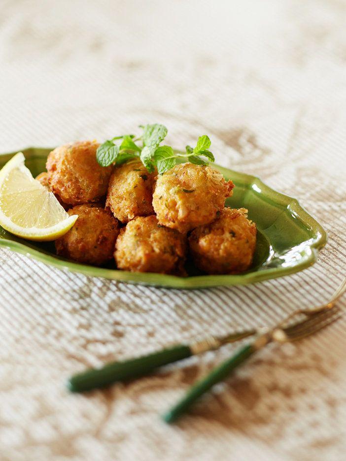 ハーブやスパイスを使った中東の豆コロッケ、ファラフェル。コリアンダーやパセリを衣に入れることが多いけれど、ここではミントを使ってさっぱりとした味わいに。消化も助けてくれる女性向けのレシピ。|『ELLE gourmet(エル・グルメ)』はおしゃれで簡単なレシピが満載!