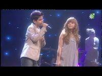Abraham Mateo canta al oido a una fan en el FIN DE AÑO de Neox - YouTube