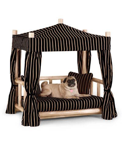 Luxury Dog Bed.  Think I should make a couple of these to go outside for the girls in the summer!