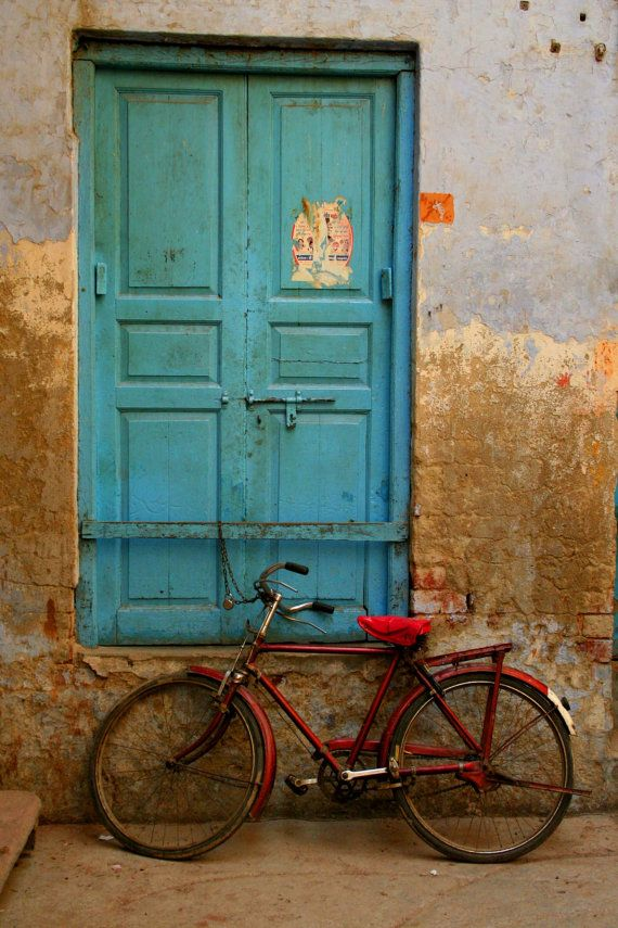 when I think of India, I think of this faded turquoise and cracked worn walls. it's so beautiful.  color proportion