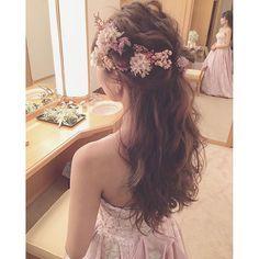 お見送り前クイックチェンジはハーフダウンスタイル☺️✨ ・ #ブーケ #プレ花嫁 #卒花 #ウェディングドレス #ブライダルヘア #ブライダルヘアメイク #WD #CD