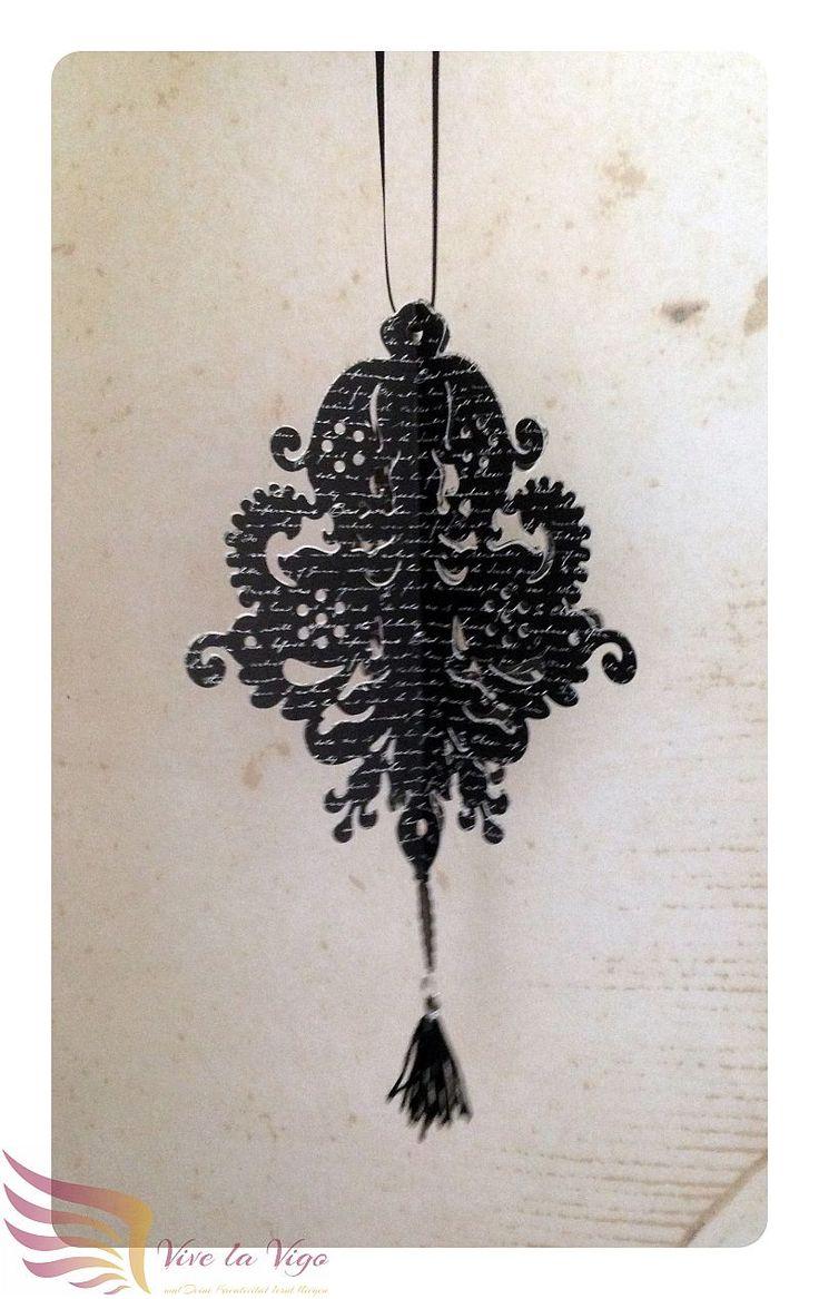filigrane Hängedeko mit Tassel, schwarz mit Schrift