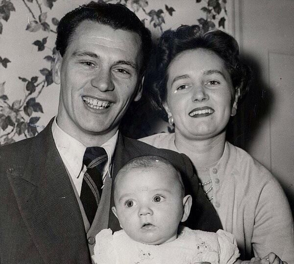 Twitter  Bobby Robson with wife Elsie & son Paul in 1958