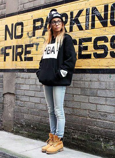 デニムとトレーナーはストリートコーデのマストアイテム。格好良さ重視タイプのストリート系女の子におすすめのコーデ☆ 参考にしたいスタイル・ファッションのアイデア☆