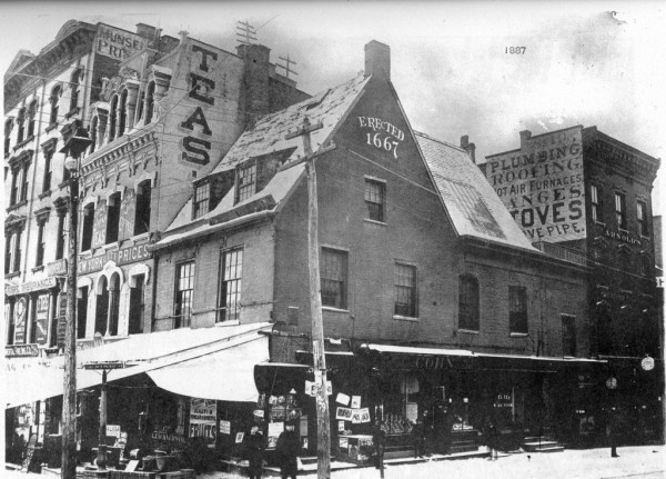 Philip Schuyler's House on State and Pearl built in 1667 and torn down for a bank in 1924. He was the father of the city's first mayor.