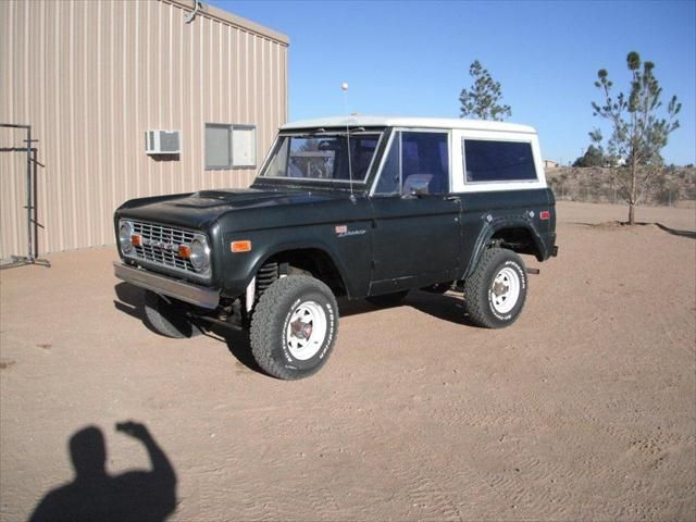 Ford Bronco early Ford small SUV black with white roof