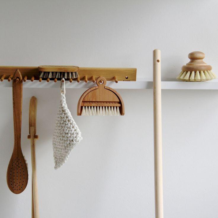 tea + kate . iris hantverk - bath brush / pot brush / vegetable brush / washing-up whisk