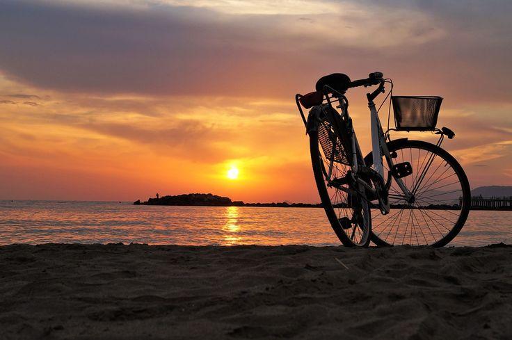 #CaminodeSantiago en Bicicleta. 34 opciones diferentes en el #CaminoFrancés, #CaminoPortugués, #CaminodelNorte, #CaminoPrimitivo, #CaminoSanabrés y #VíadelaPlata.  www.caminodesantiagoreservas.com