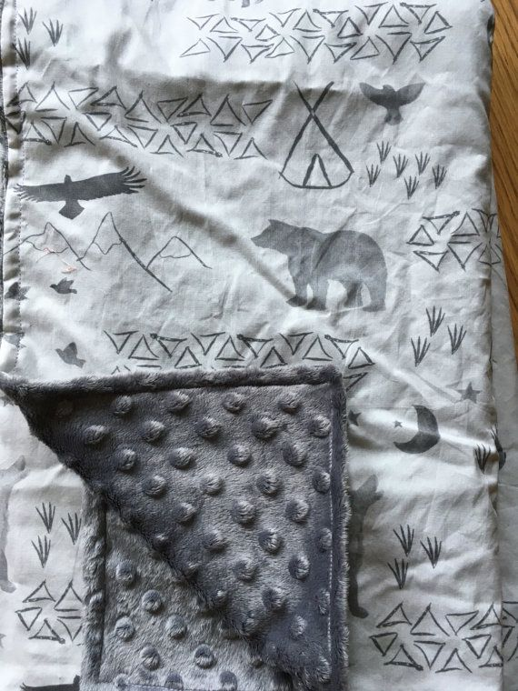 Woodland orignal ours gris Baby Blanket triangle par DwellDarling