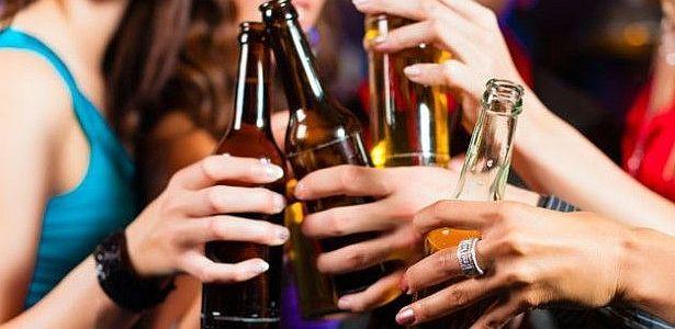 Más del 70% de los adolescentes del país probó el alcohol -    El 70,5% de los estudiantes secundarios declaran haber consumido alcohol alguna vez en su vida, mientras que el 38, 5% reconoce haber consumido tabaco, según datos que se desprenden del informe Situación de la Salud y los Adolescentes en Argentina, que fue presentado por el Ministerio de ...