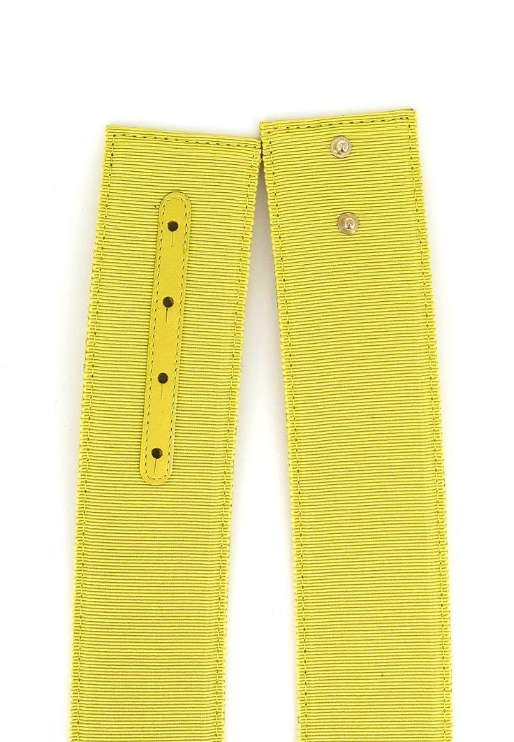 Онлайн магазин Elyts предлагает купить желтый пояс ALBERTA FERETTI по цене 18900 рублей. При покупке товара на сумму свыше 30 000 рублей – доставка бесплатна. Звоните 8 (800) 200-1691. Артикул 3002 1694.
