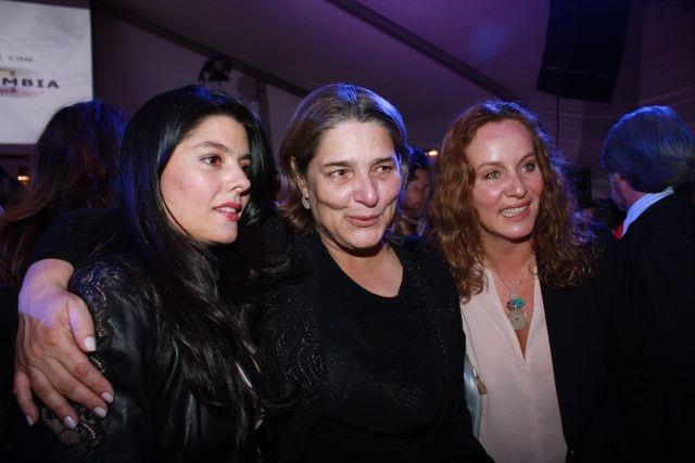 Las divas en su noche: Paula Jaramillo y Alejandra Borrero departiendo con Ministra De Cultura, Mariana Garcés Córdoba.   Crédito Miltón Ramírez/MinCultura