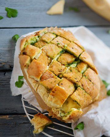 Pinaatti-valkosipulileipä